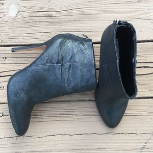 Charles David black leather back zip booties